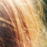 髪に『静電気』が起きるワケ